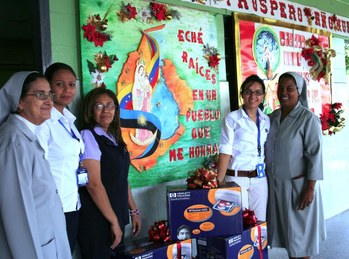 saint reconoce la labor que las Hermanas de la Caridad de Santa Ana hacen en las comunidades