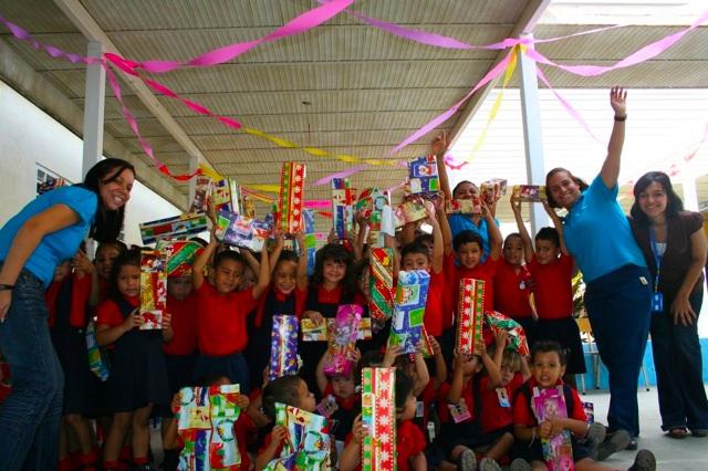 """saint hace entrega de juguetes a 82 niños en la Unidad Educativa """"Beata Laura Vicuña"""""""