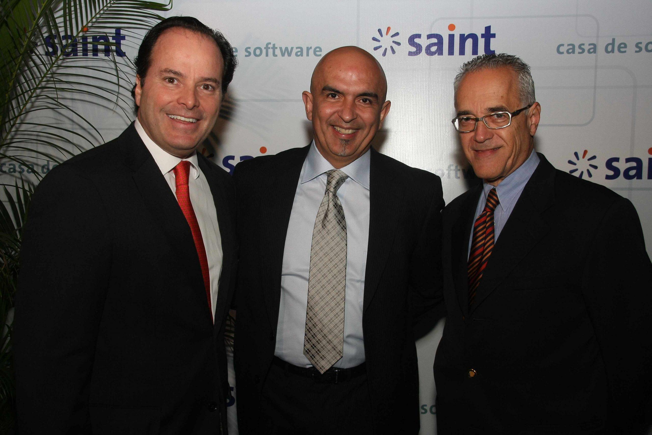 Publicadas las fotos del lanzamiento saint 2012 en Facebook