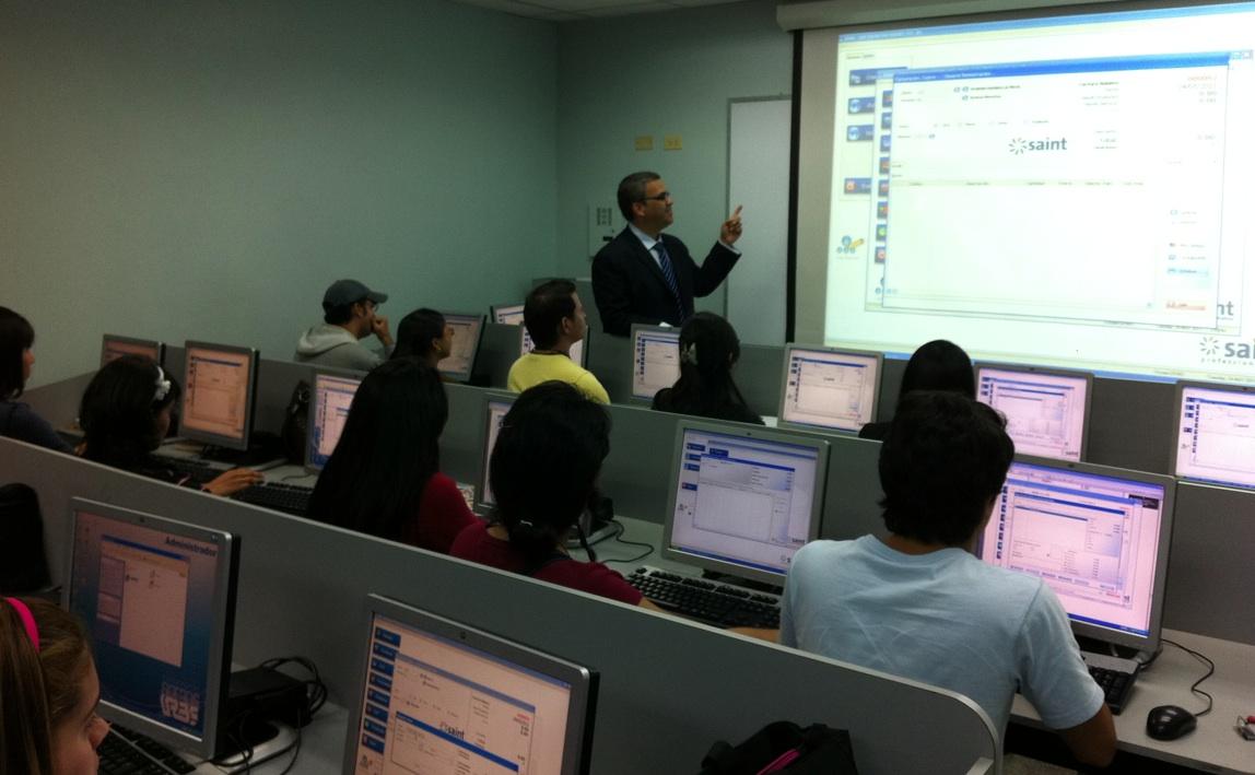 Estudiantes de URBE reciben capacitación en saint professional (Venezuela)