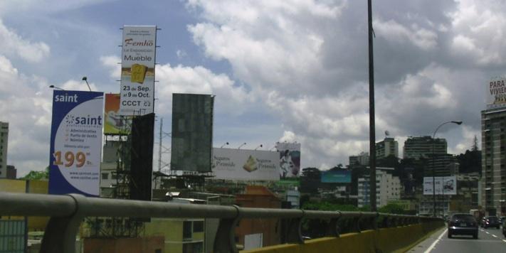 Nueva valla publicitaria en Caracas, Venezuela