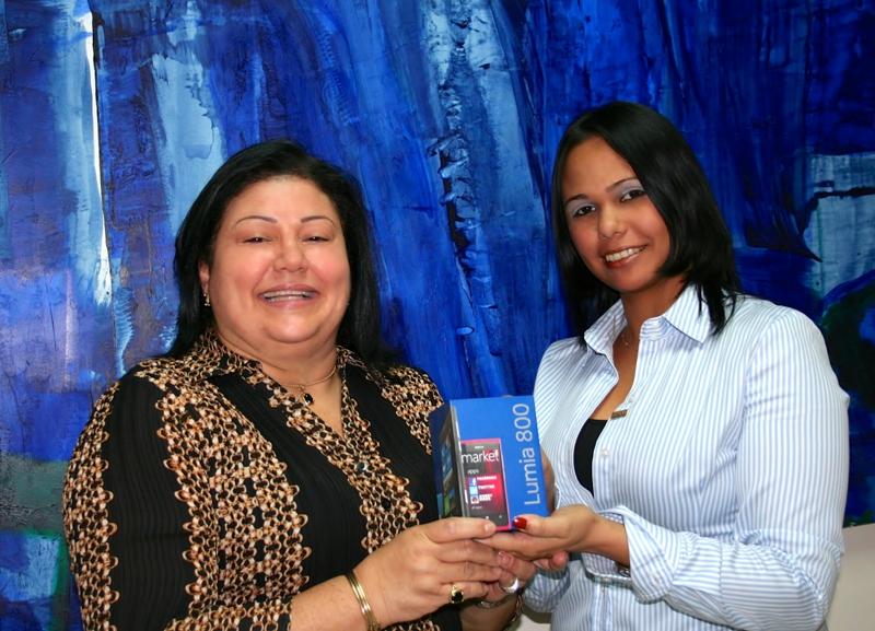 saint entregó smartphones Nokia Lumia 800 a los ganadores del especial del mes de agosto.